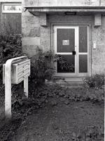In Wartestellung: Eingang einer ehemaligen Kaserne